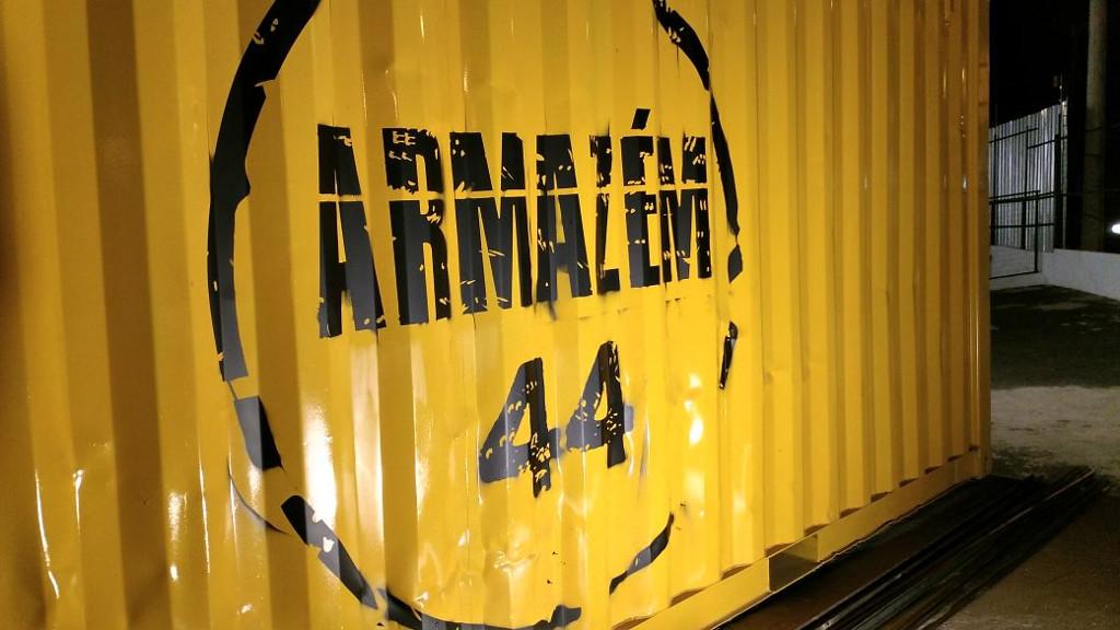 armazem_44_container_logomarca