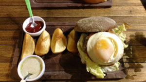 deli-handmade-hamburguer-cath-a-fire