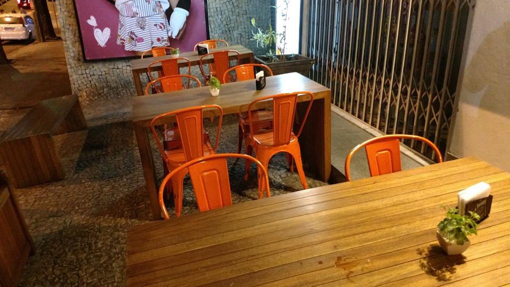 deli-handmade-mesas-calçada