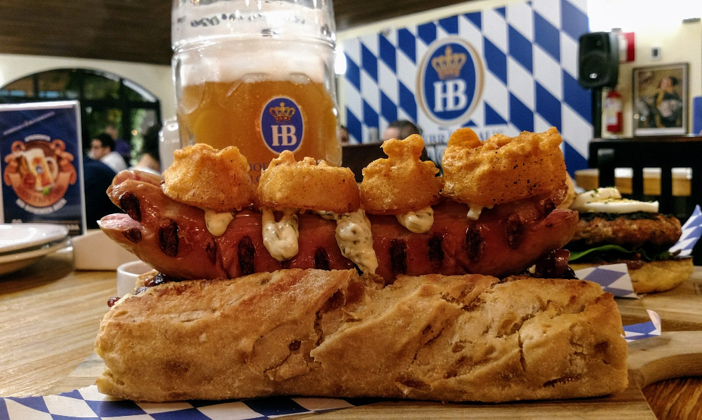 hofbrauhaus_bh_giant_german_hot_dog