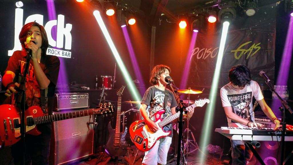 jack_rock_bar_poison_gas