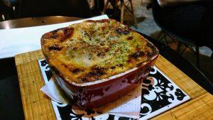 la-vinicola-wine-bar-fingerfoods-hand-ragu-lasagne