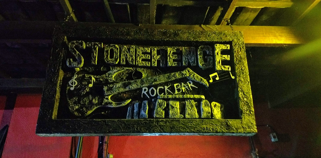 stonehenge-rock-bar