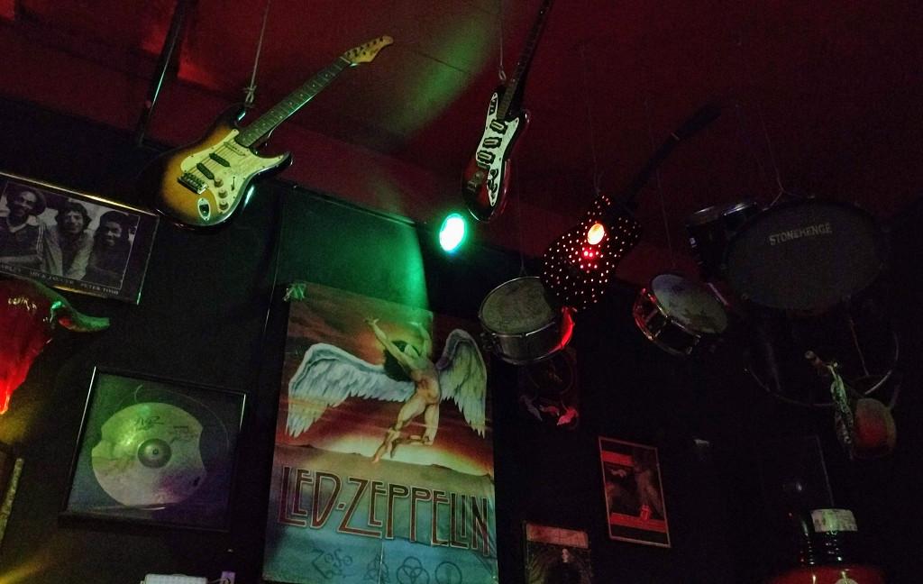 stonehenge-rock-bar-decoracao