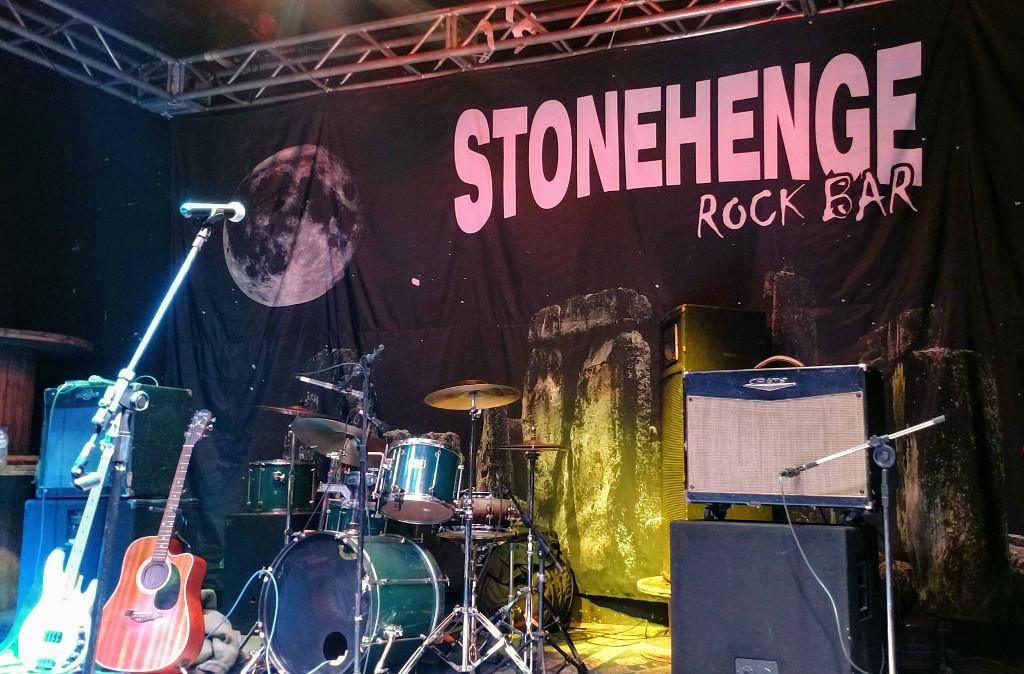 stonehenge-rock-bar-palco