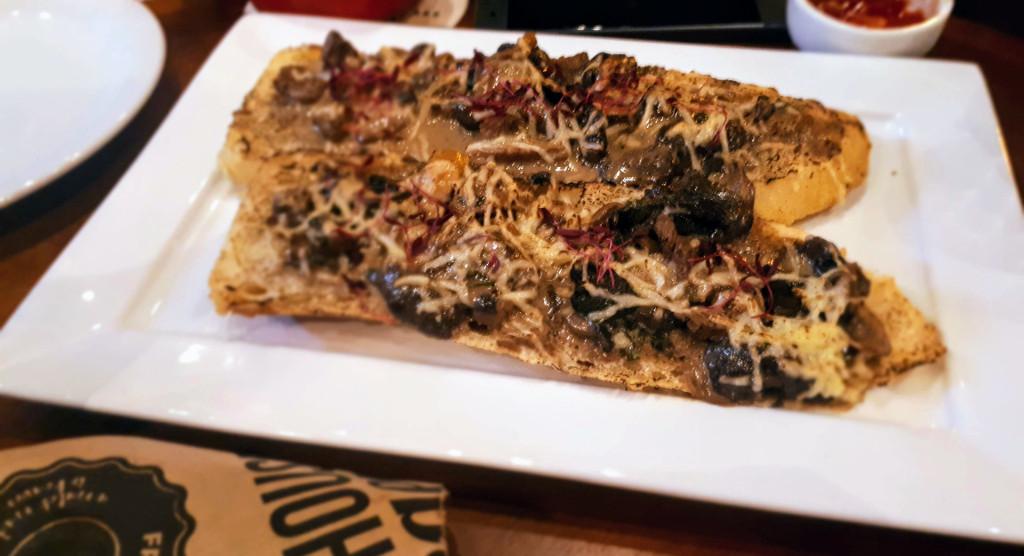the-house-food-fun-shitake-crostino