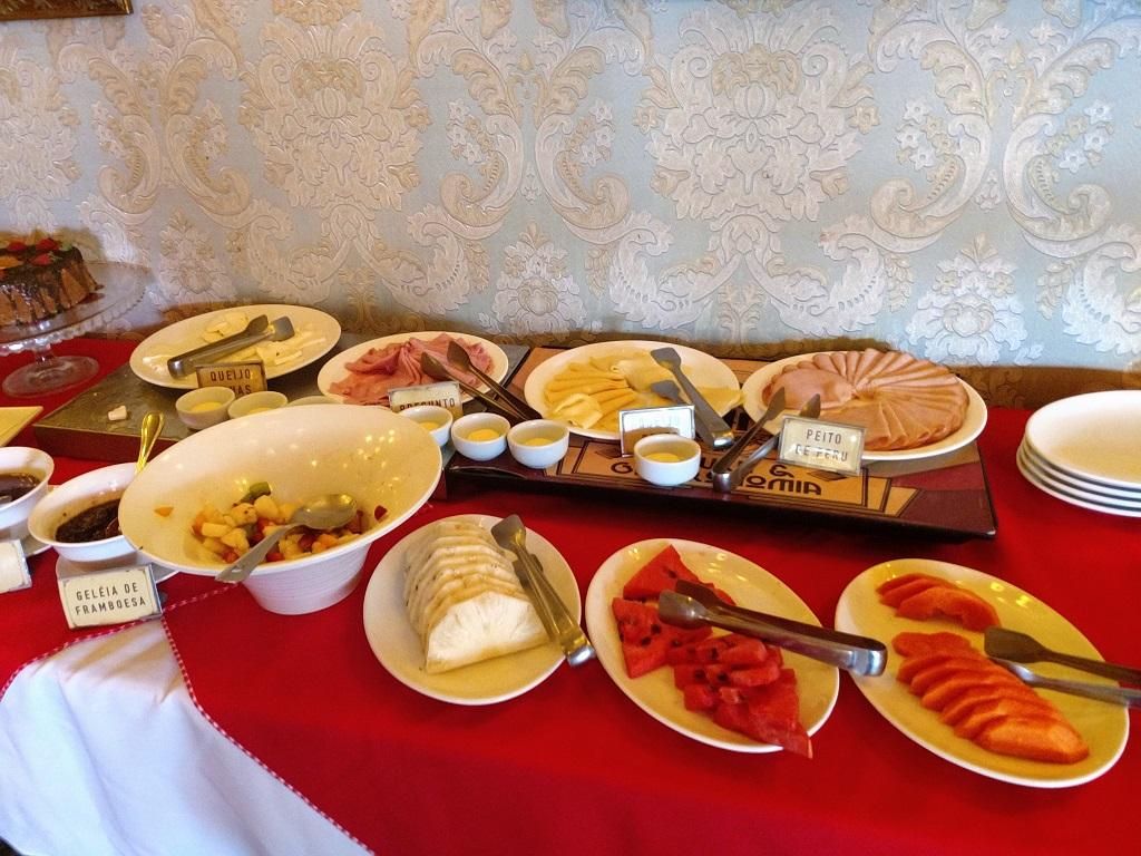 paris-6-buffet-cafe-manha